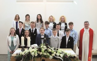 Gruppenbild zur Konfirmation 2019 in Stockstadt